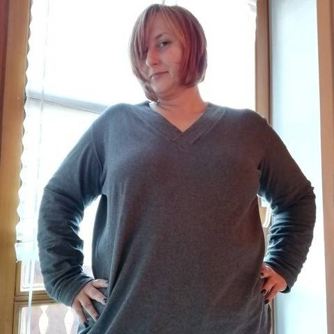 Basic-Pulli 'V-Neck' Gr. 44 - 58  bei Makerist
