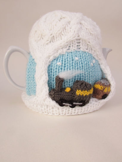 Christmas Steam Train Tea Cosy Knitting Pattern at Makerist - Image 1