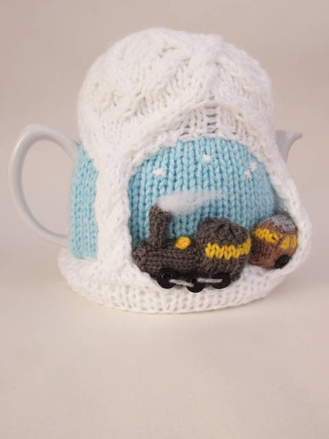 Christmas Steam Train Tea Cosy Knitting Pattern at Makerist