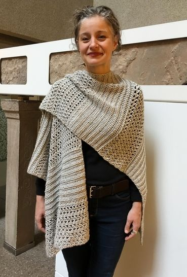 Crochet Ruana / Wrap Pattern (Rockin-It Ruana) at Makerist - Image 1