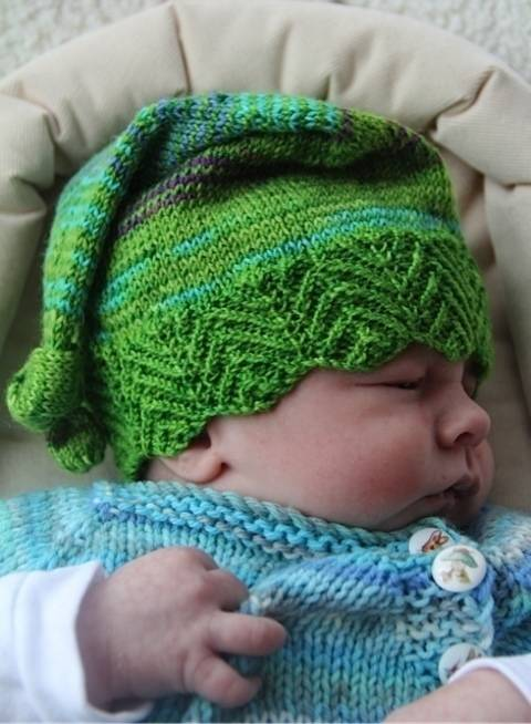 Elfbaby hat with three border patterns