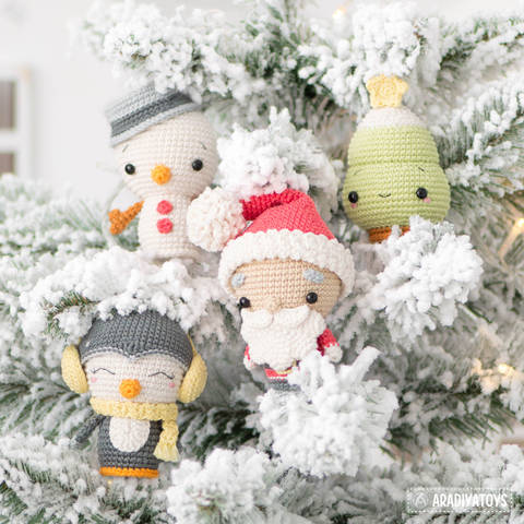 Crochet pattern of Christmas Minis by AradiyaToys