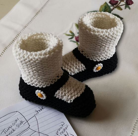 Mary-Jane Daisy Booties   (0-12 months) at Makerist - Image 1