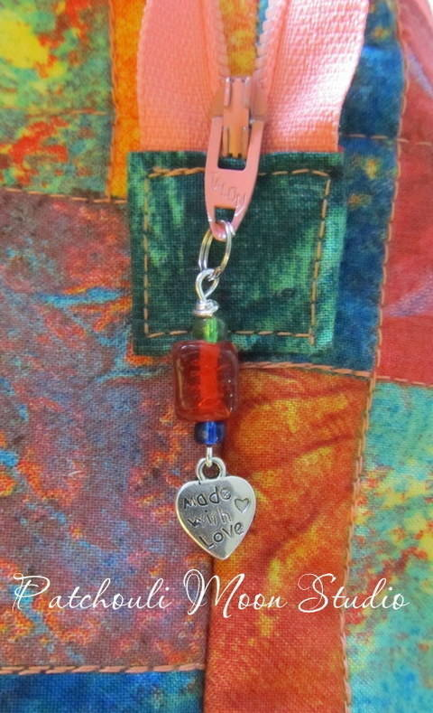Beaded Zipper Pull with a Charm  at Makerist