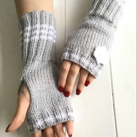 Fingerless gloves pattern PDF - 2 adult sizes - Snowy