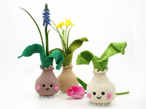 Little Flower Bulb Vase - Crochet Pattern at Makerist