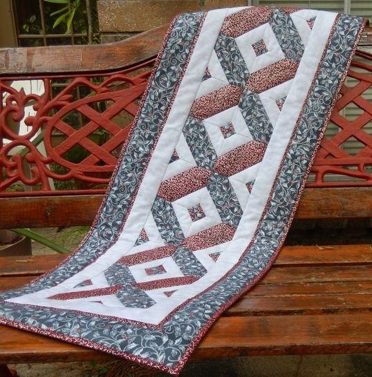 Festive Quilted Table Runner Pattern at Makerist - Image 1