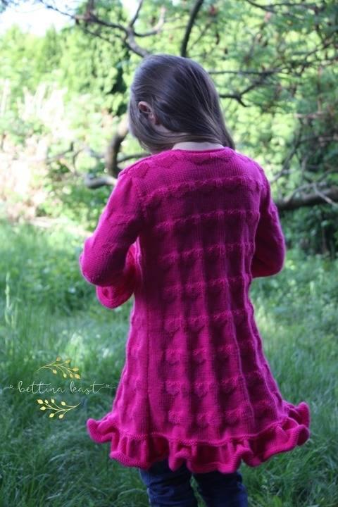 Isabel Lange Strickjacke mit Herzchen Muster bei Makerist
