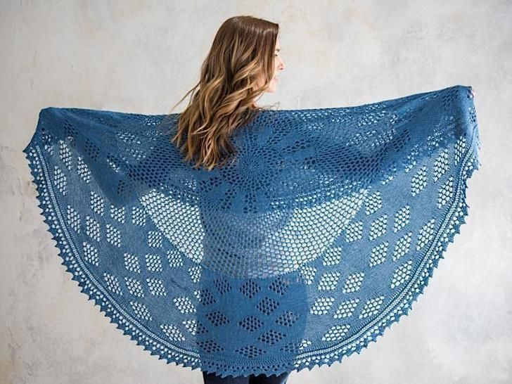 Berry Pi Shawl Knitted Pattern - Lacy honeycomb mesh at Makerist - Image 1