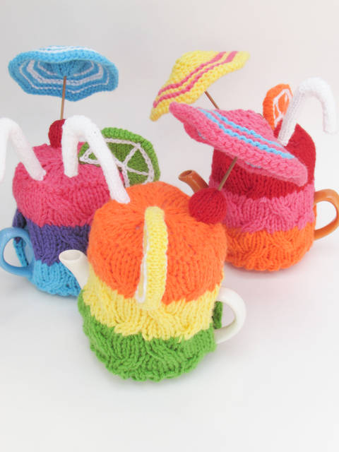 Cocktail Party Tea Cosy Knitting Pattern at Makerist