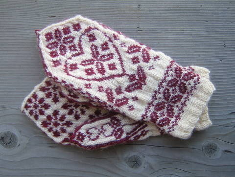 Floral Heart Mittens-Knitting Pattern PDF at Makerist