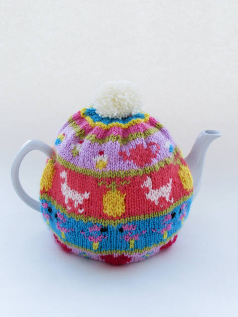 My Favourite Things Fair Isle Tea Cosy Knitting Pattern at Makerist