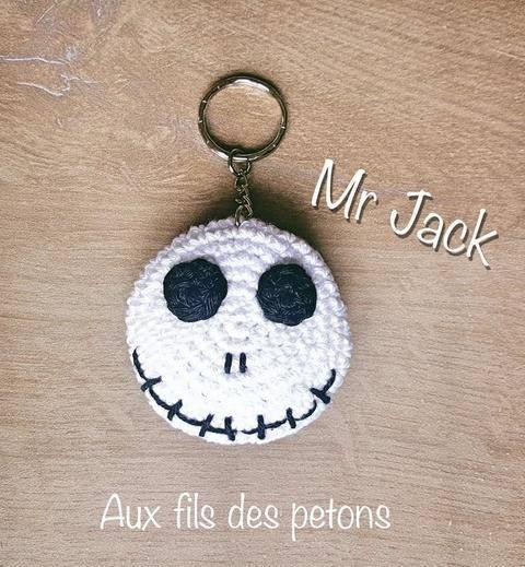 """Tutoriel au crochet """"L'étrange Noel de Mr Jack"""" en porte-clé chez Makerist"""