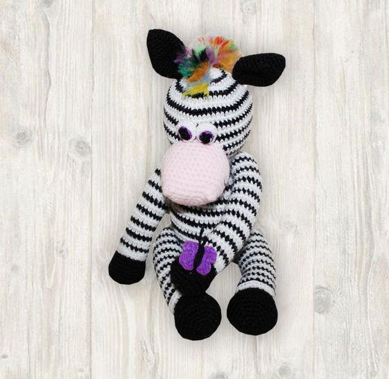 Free Crochet Zebra Pattern - thefriendlyredfox.com | 546x561