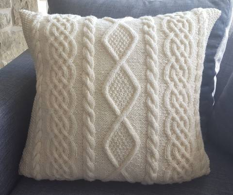 Aran cushion knitting pattern - Carlingford at Makerist
