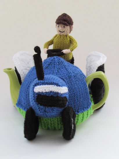 Blue Ford Tractor Tea Cosy at Makerist - Image 1
