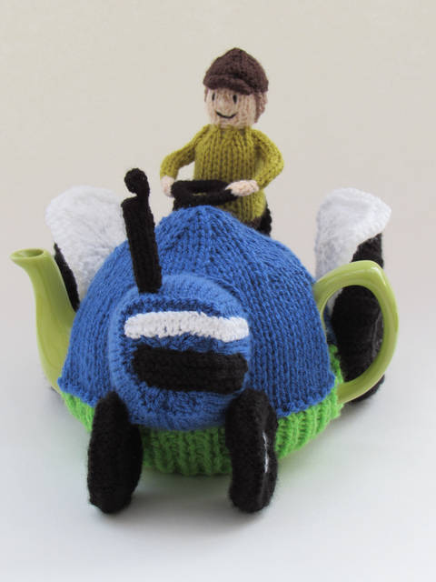 Blue Ford Tractor Tea Cosy at Makerist