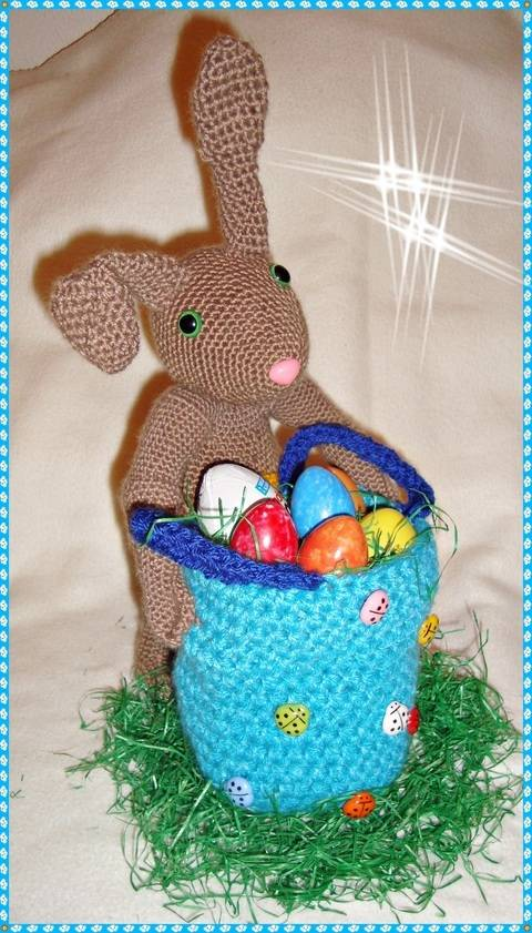 Bunny Klaus with Egg Basket Crochet Pattern at Makerist