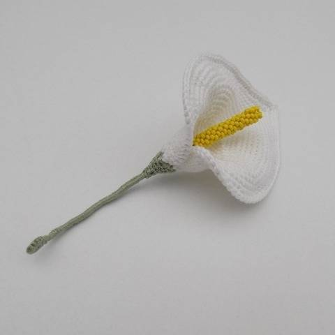 Crochet Calla Lily Flower Pattern, brooch, decor, jewellery at Makerist