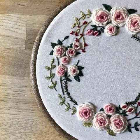 Spring wreath - embroidery pattern at Makerist