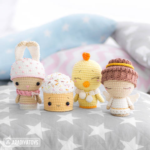 Crochet pattern of Easter Minis by AradiyaToys