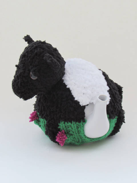 Beltie Tea Cosy Knitting Pattern at Makerist