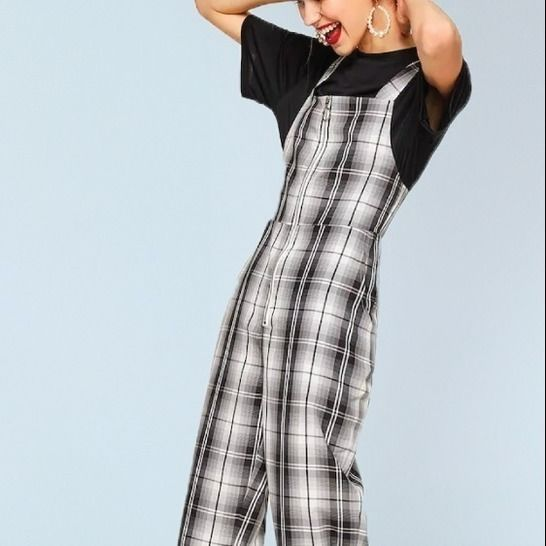 Collins // Women's Coveralls with Exposed Front Zipper at Makerist - Image 1