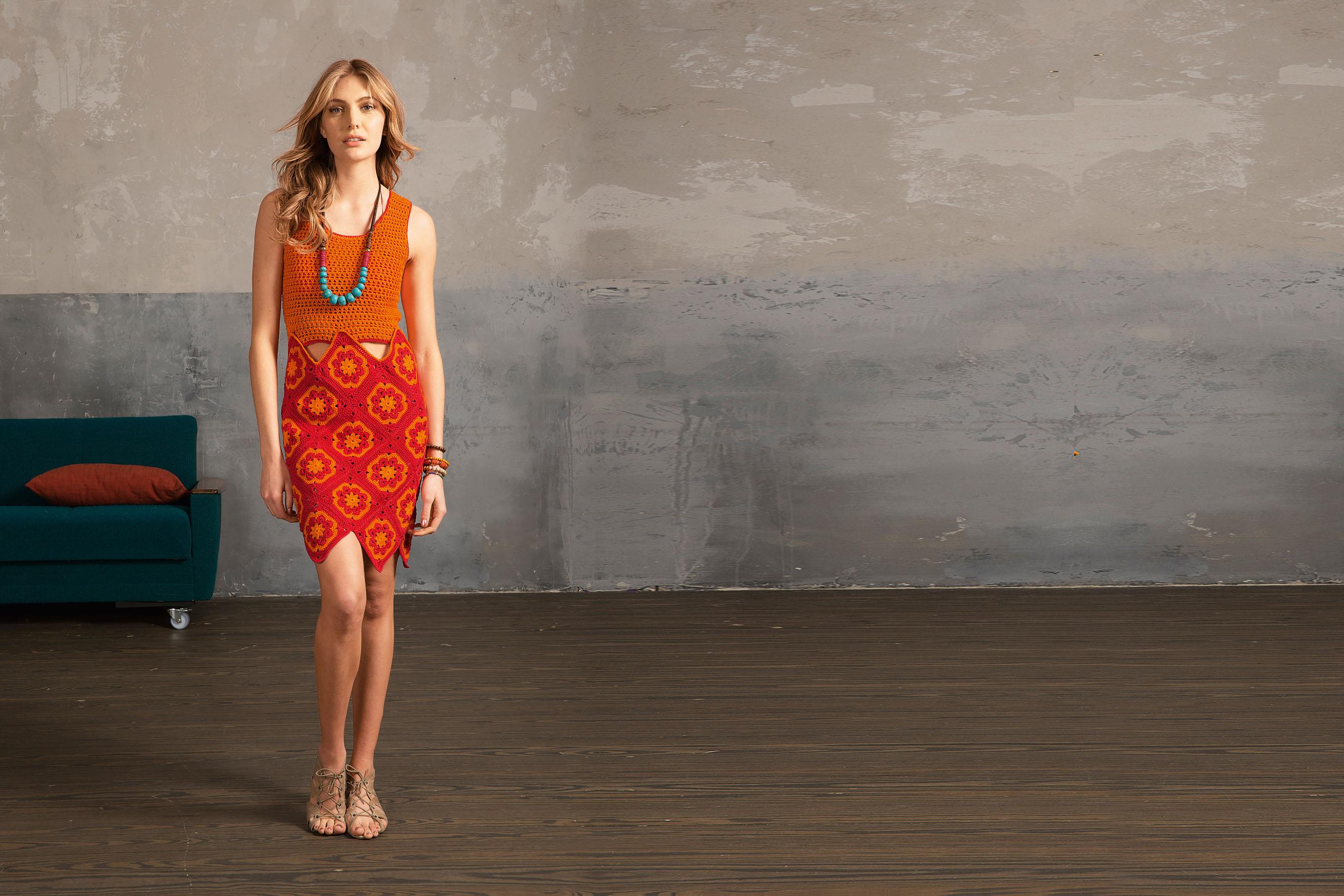 Kleid In Rot Und Orange