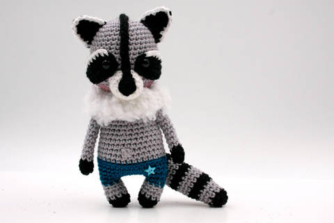 Amigurumi mini raton laveur WILLY - tutoriel de crochet chez Makerist
