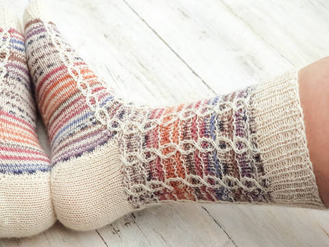 In Chains Socks- Unisex Sock Knitting pattern at Makerist