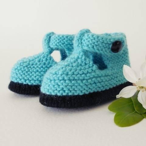 Chaussons Salomé bicolore 3 mois - tutoriel tricot bébé chez Makerist