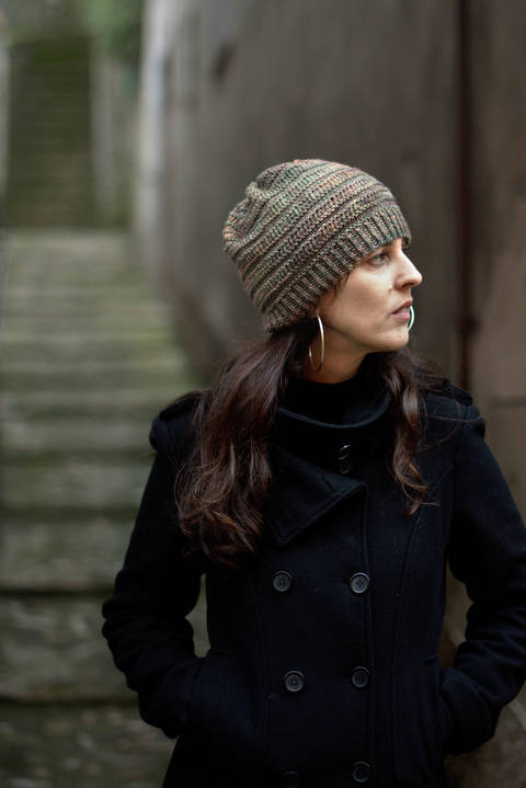 DS Slouch hat - knitting pattern at Makerist