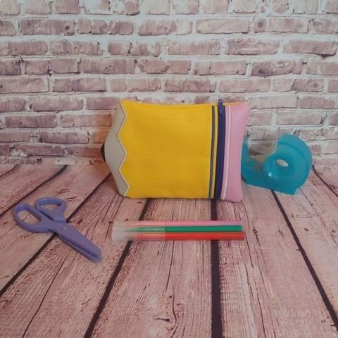 Trousse à broder ITH - Crayon - 13x18 chez Makerist
