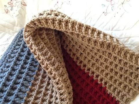Crocheted Textured Reversible Throw  at Makerist
