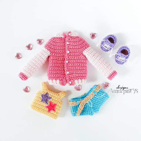 Häkelanleitung Amigurumi Kleidung für Puppe Naomi bei Makerist