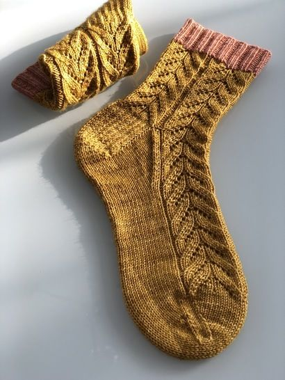 Aura Socks at Makerist - Image 1
