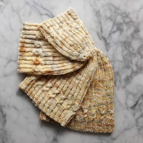 Simple Cable Sock Beanie at Makerist