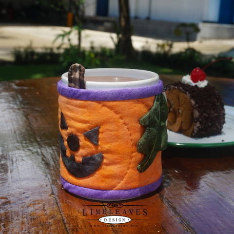 Halloween Mug Cozy at Makerist