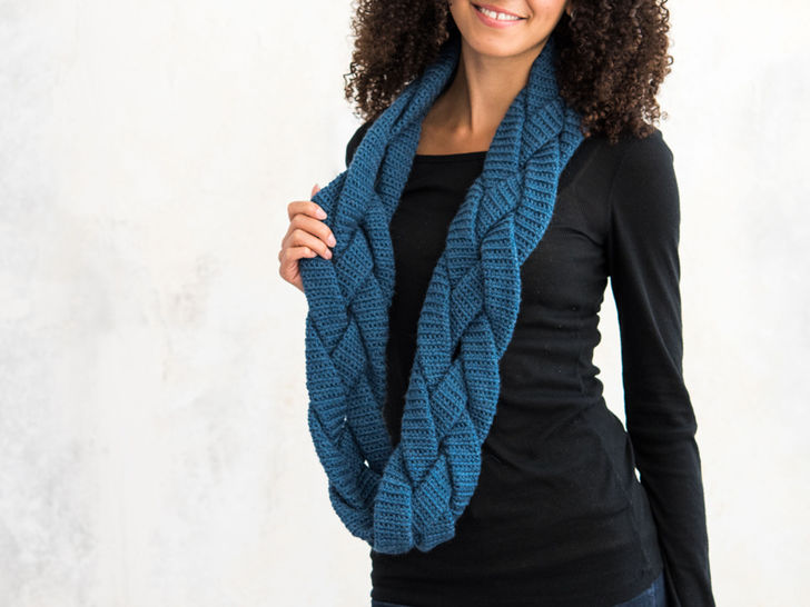 Braided Infinity Scarf at Makerist - Image 1