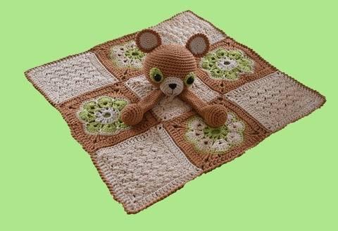 Doudou plat Oscar l'ourson - carré - fleurs africaines chez Makerist