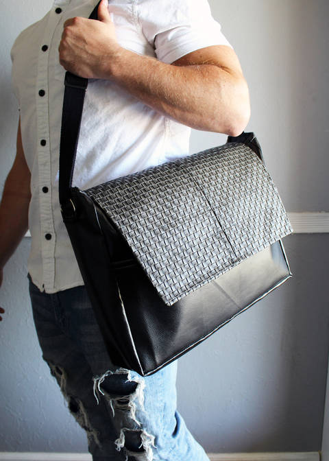 The Boston Messenger Bag at Makerist