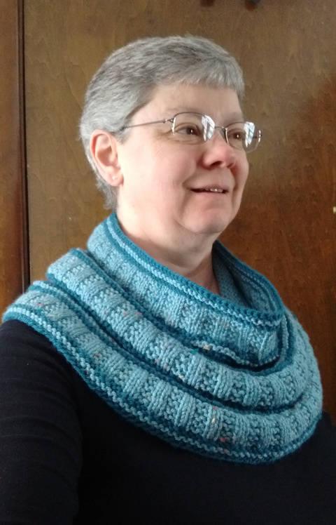 Rails to Trails Cowl PDF knitting pattern at Makerist