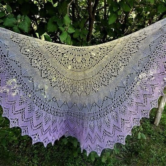 Henrietta: the colouring of pigeons shawl at Makerist - Image 1