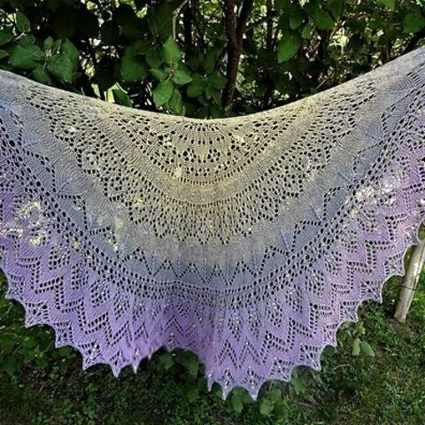 Henrietta: the colouring of pigeons shawl