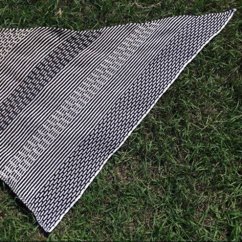 Moira - Dreieckstuch mit Hebemaschenmuster  bei Makerist