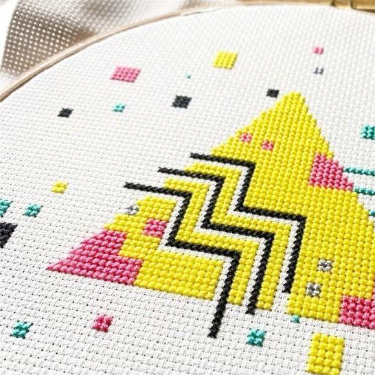 Geometrische Kreuzstich Stickvorlage . 90s TRIANGLE  bei Makerist - Bild 1