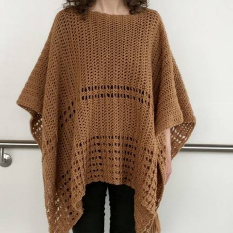 Crochet Poncho Pattern (Sew Easy Two-Rectangle Poncho) at Makerist
