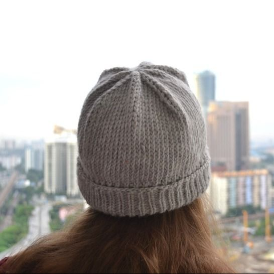 Easy knit hat pattern - Simple hat knitting pattern at Makerist - Image 1