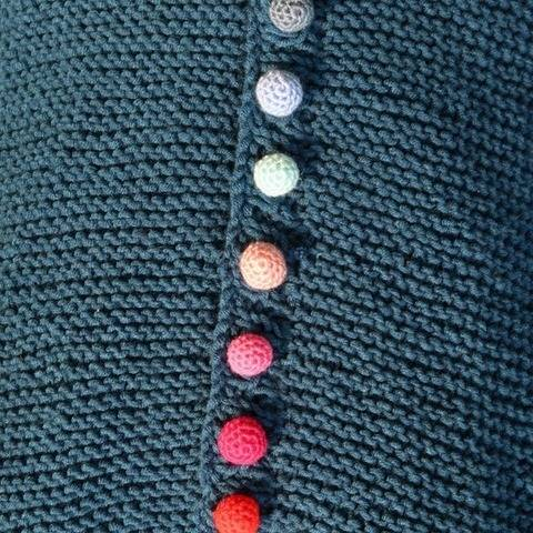 Craft button crochet pattern - easy round crochet buttons at Makerist