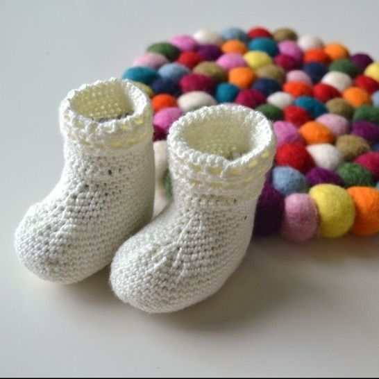 Baby booties crochet pattern - crochet booties shower gift at Makerist - Image 1